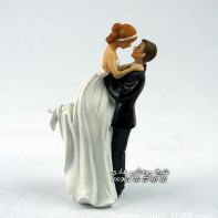 Hot-Love-Bride-and-Groom-Couple-Figurine-wedding-cake-topper-for-wedding-decoration-valentine-wedding-dolls